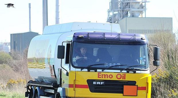 The Unite union is meeting seven distribution companies in a bid to head off the threat of strikes by fuel tanker drivers
