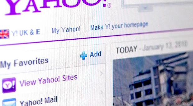 Yahoo is to shed 2,000 jobs