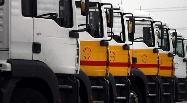 Talks between the Unite union and fuel distributors to resolve a threatened strike by tanker drivers will resume after Easter