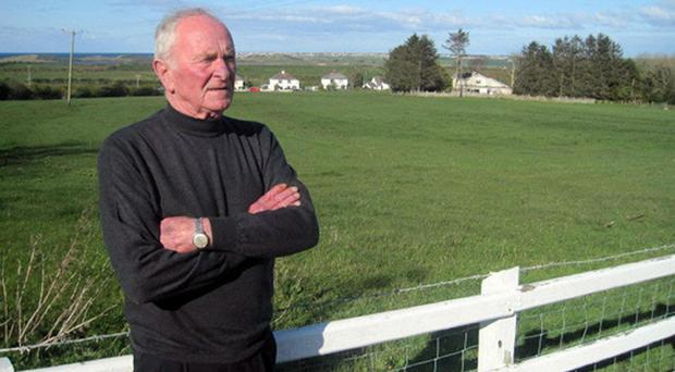Manchester United goalkeeping legend Harry Gregg has contributed to a fresh re-examination of the Munich air crash
