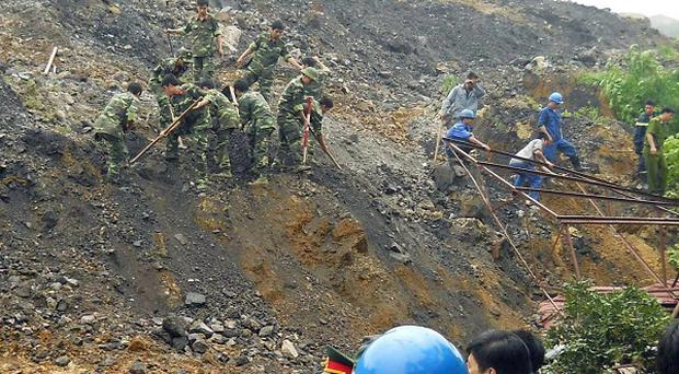 Rescuers search for victims of a landslide in Thai Nguyen province, Vietnam (Vietnam News Agency)