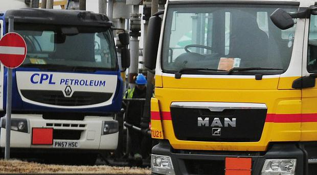 Fresh talks will be held on Monday in an attempt to avert a strike by tanker drivers
