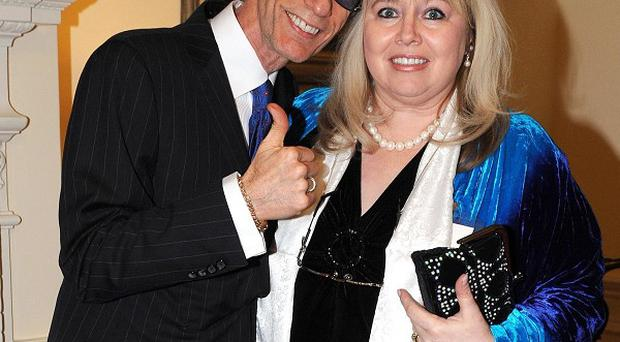 Robin Gibb's wife Dwina has said the Bee Gees star wants to live 'no matter what'