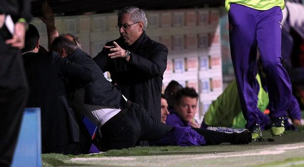 FLORENCE, ITALY - MAY 02: Head coach Delio Rossi of Fiorentina clashes with Adem Ljaljic (hidden) of ACF Fiorentina during the Serie A match between ACF Fiorentina and Novara Calcio at Stadio Artemio Franchi on May 2, 2012 in Florence, Italy. (Photo by Gabriele Maltinti/Getty Images)
