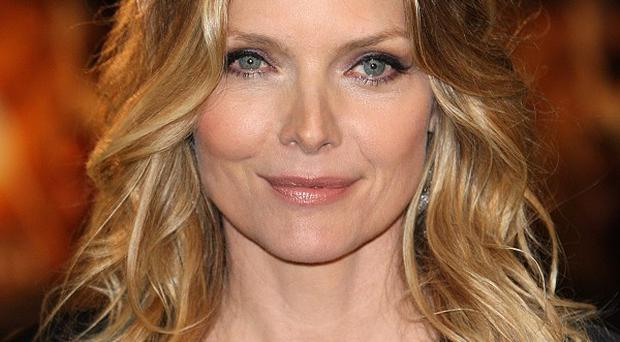 Michelle Pfeiffer reckons Anne Hathaway will make a great Catwoman