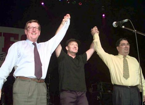 David Trimble, John Hume and Bono at a concert to promote the Good Friday Agreement