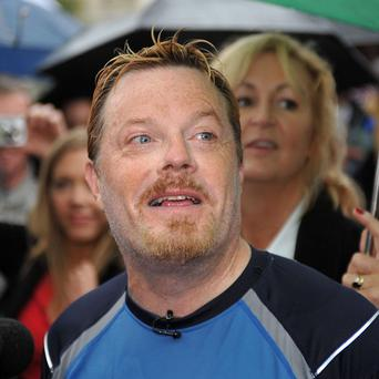 Comedian Eddie Izzard is planning to run 27 consecutive marathons in tribute to Nelson Mandela