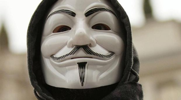 Anti-capitalism protesters from the Occupy movement have begun a new protest in the City of London