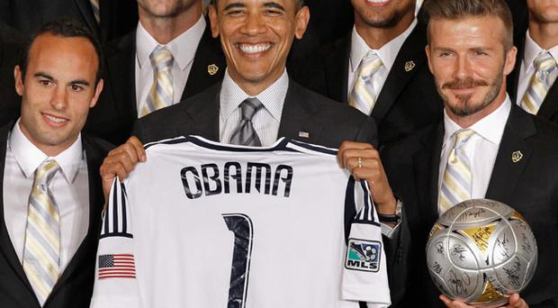 US President Barack Obama poses for photographs with the Major League Soccer champions Los Angeles Galaxy