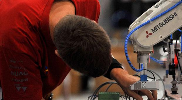 The Commons Public Accounts Committee has said apprenticeships should last between one and four years