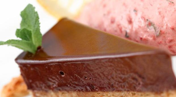 Chocolate tart with strawberry cream