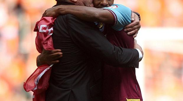 Sam Allardyce and Ricardo Vaz Te