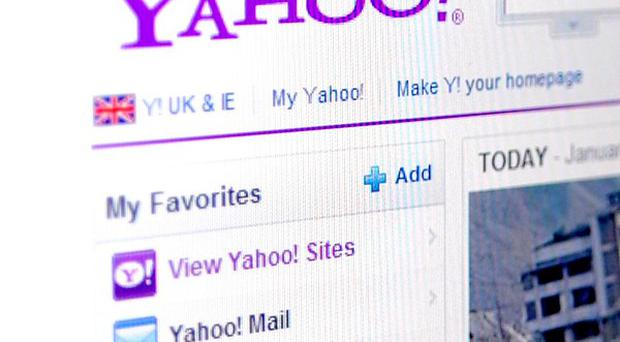 Yahoo is to sell half of its 40% stake in Chinese e-commerce group Alibaba