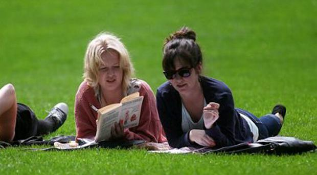 Students pictured in Botanic Gardens, Belfast, studying and soaking up the sunshine.21.05.12. PICTURE BY DAVID FITZGERALD