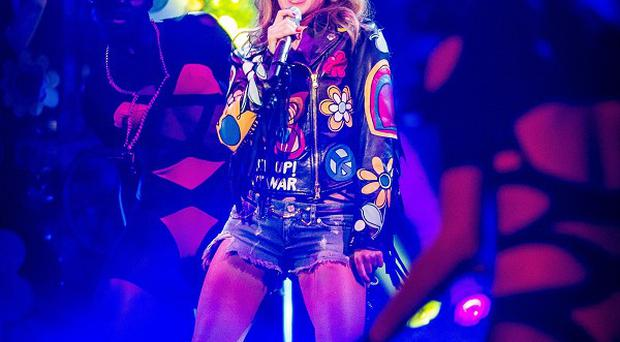 Kylie Minogue performed her new song Timebomb on The Voice