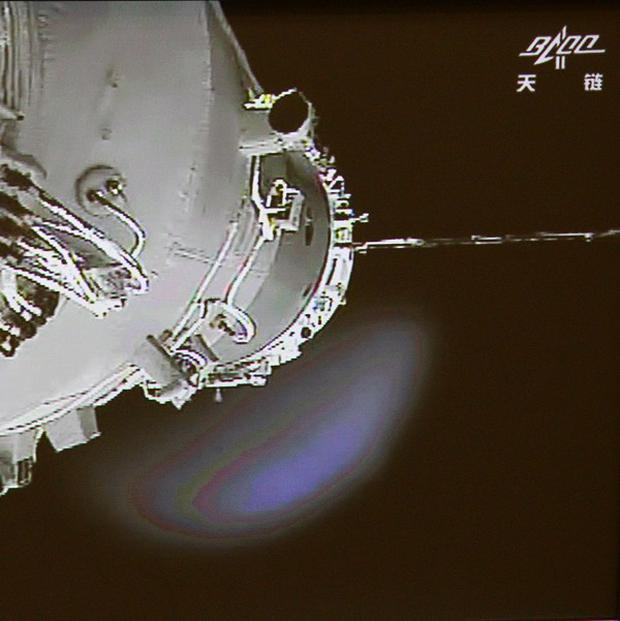 China's Shenzhou-9 manned spacecraft, left, conducts docking with the Tiangong-1 space lab module (AP/Beijing Aerospace Control Center via Xinhua)