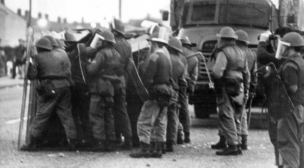 Riots : Belfast. August 1970. Troops shelter behind their riot shields during rioting at Ballymurphy. (04/08/70)
