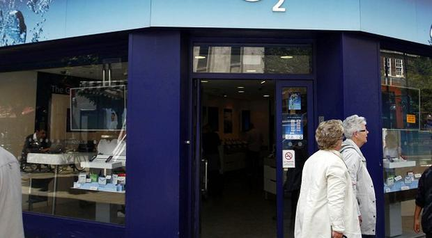 Thousands of mobile users across the country were unable to send or receive calls or texts after O2's network crashed