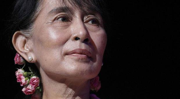 Aung San Suu Kyi has called for an end to discrimination against Burma's ethnic minorities