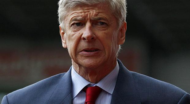 Arsene Wenger growing tired of questions regarding Robin van Persie's future