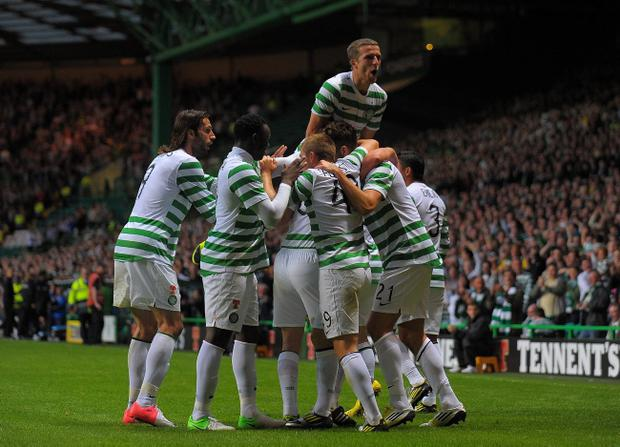GLASGOW, SCOTLAND - AUGUST 01: Charlie Mulgrew of Celtic celebrates with his team mates after scoring the winning goal against HJK Helsinki during the Champions League third-round qualifier first leg from Celtic Park on August 1, 2012 in Glasgow, Scotland. (Photo by Mark Runnacles/Getty Images)