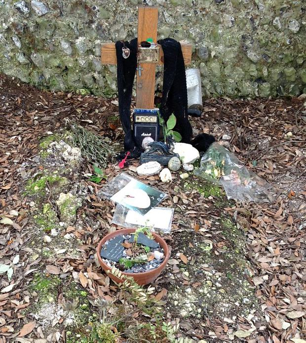 Fans of Gary Moore have complained about the neglected state of his grave in Sussex, England