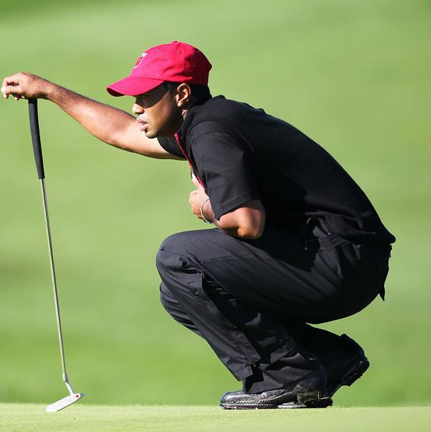 Tiger Woods fired a 71 to take a share of the halfway lead