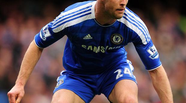 Gary Cahill is eager to see Chelsea involved in a battle for the Premier League title