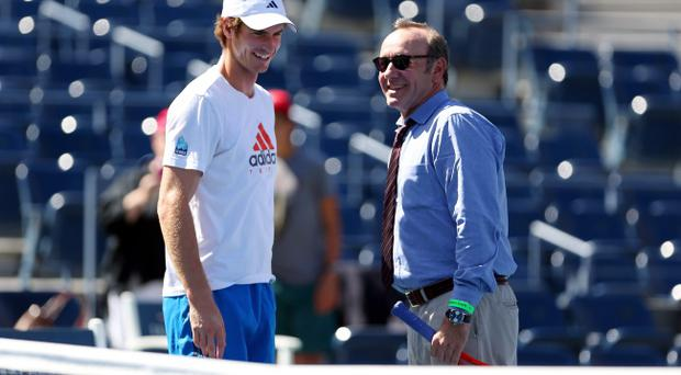 NEW YORK, NY - SEPTEMBER 09: Andy Murray of Great Britain talks with actor Kevin Spacey on center court during a practice session on Day Fourteen of the 2012 US Open at USTA Billie Jean King National Tennis Center on September 9, 2012 in the Flushing neighborhood of the Queens borough of New York City. (Photo by Clive Brunskill/Getty Images)