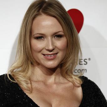 Jewel will perform her new song Flower at a benefit concert next month