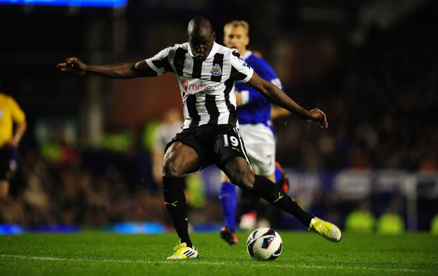 LIVERPOOL, ENGLAND - SEPTEMBER 17: Newcastle striker Demba Ba scores the first Newcastle goal during the Premier League match between Everton and Newcastle United at Goodison Park on September 17, 2012 in Liverpool, England. (Photo by Stu Forster/Getty Images)