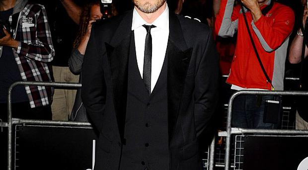 Gary Barlow will sing two songs on the revamped War Of The Worlds album