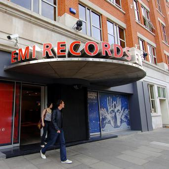 The European Commission has approved Universal's takeover of EMI