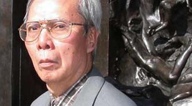 Vietnamese dissident poet Nguyen Chi Thien has died aged 73 (AP)
