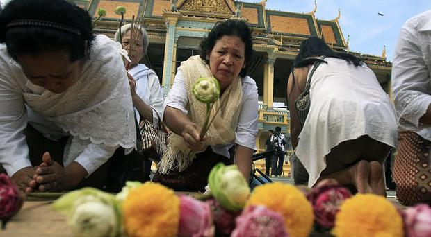 Cambodians say prayers for their former king (AP)