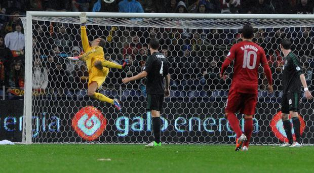 Roy Carroll pulls off another great save against Portugal at the Dragao Stadium