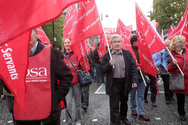 Trade unions march against government cuts in Belfast