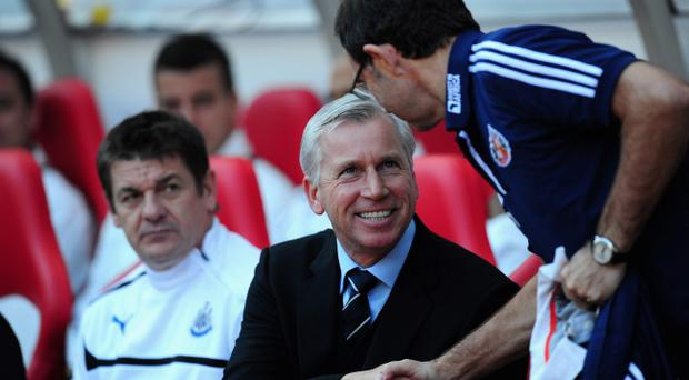 SUNDERLAND, ENGLAND - OCTOBER 21: Newcastle manager Alan Pardew (l) shakes hands with Sunderland boss Martin O' Neill before the Barclays Premier league match between Sunderland and Newcastle United at Stadium of Light on October 21, 2012 in Sunderland, England. (Photo by Stu Forster/Getty Images)
