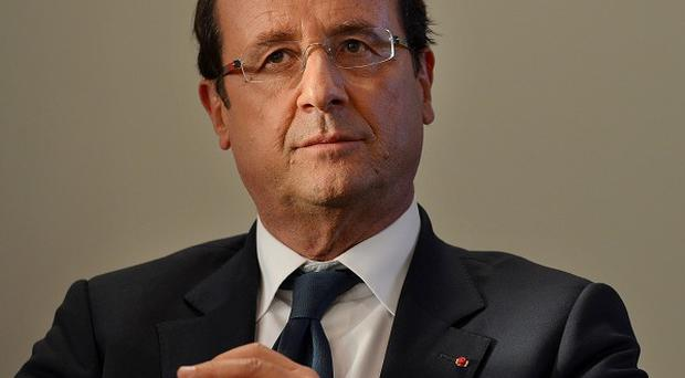 Enda Kenny is to hold talks with French president Francois Hollande in Paris