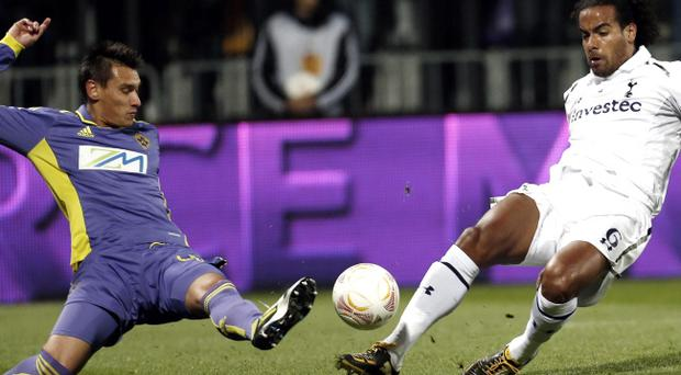 Tottenham's Tom Huddlestone, right, is challenged by Maribor's Arghus during the UEFA Europa League group J soccer match between Maribor and Tottenham, in Maribor, Slovenia, Thursday, Oct. 25, 2012. (AP Photo/Darko Bandic)