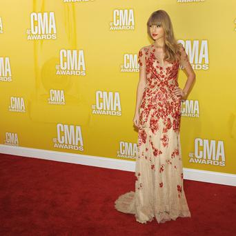 Taylor Swift received a standing ovation for her performance at the CMAs