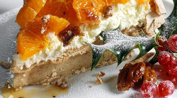 Pavlova with spiced clementines and pecan praline