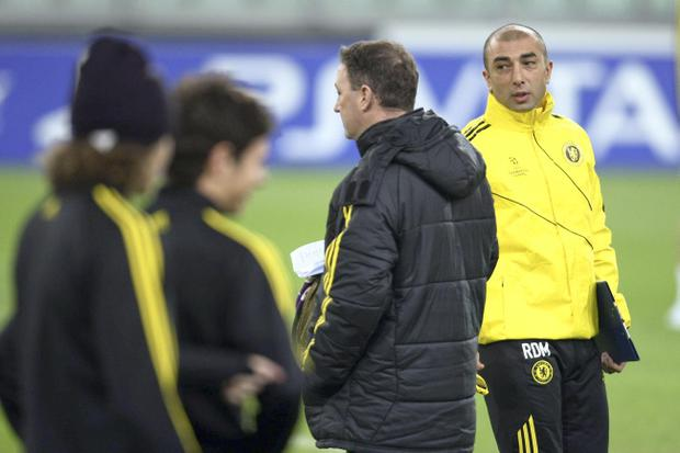 Chelsea's coach Roberto Di Matteo, right, leads a training session ahead of Tuesday's Champions League, group E soccer match between Juventus and Chelsea, in Turin, Italy, Monday, Nov. 19, 2012. (AP Photo/Jonathan Moscrop, Lapresse)