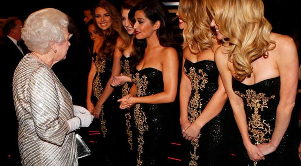 LONDON, UNITED KINGDOM - NOVEMBER 19: Queen Elizabeth II greets (L-R) Nadine Coyle, Nicola Roberts, Cheryl Cole, Kimberley Walsh and Sarah Harding from 'Girls Aloud' at the Royal Variety Performance at the Royal Albert Hall on November 19, 2012 in in London, United Kingdom. (Andrew Winning - WPA Pool/Getty Images)