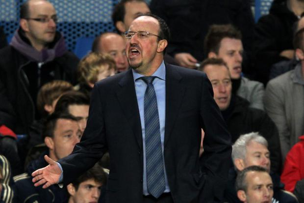 LONDON, ENGLAND - NOVEMBER 25: New Chelsea manager Rafael Benitez shouts to his players from the team dug out during the Barclays Premier League match between Chelsea and Manchester City at Stamford Bridge on November 25, 2012 in London, England. (Photo by Clive Rose/Getty Images)