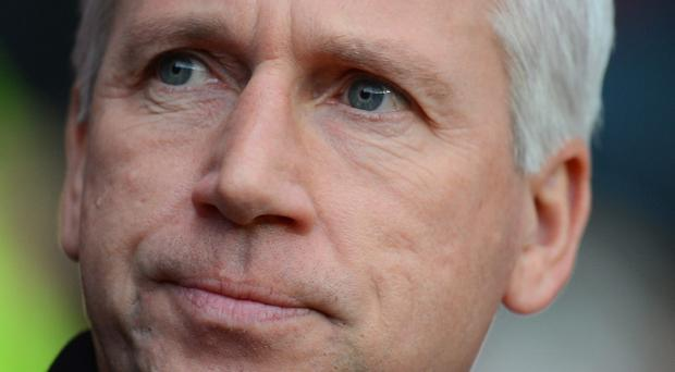 SOUTHAMPTON, ENGLAND - NOVEMBER 25: Newcastle manager Alan Pardew looks on during the Barclays Premier League match between Southampton and Newcastle United at St Mary's Stadium on November 25, 2012 in Southampton, England. (Photo by Mike Hewitt/Getty Images)
