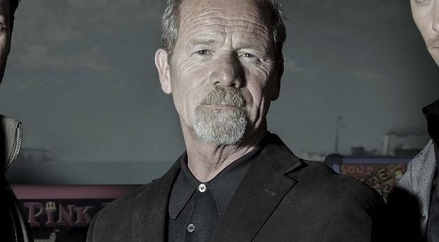 Peter Mullan says getting to know your co-stars well helps you put on a better acting performance