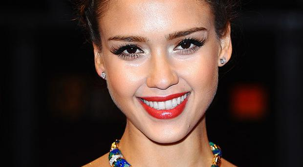 Jessica Alba has joined the list of Golden Globes presenters