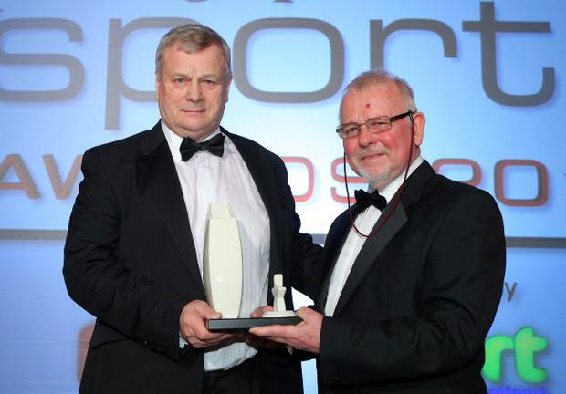 Ken Nixon honoured by NI Sports Forum chair Roy Millar