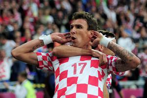 POZNAN, POLAND - JUNE 14:  Mario Mandzukic of Croatia celebrates scoring their first goal with Darijo Srna of Croatia during the UEFA EURO 2012 group C match between Italy and Croatia at The Municipal Stadium on June 14, 2012 in Poznan, Poland.  (Photo by Jamie McDonald/Getty Images)
